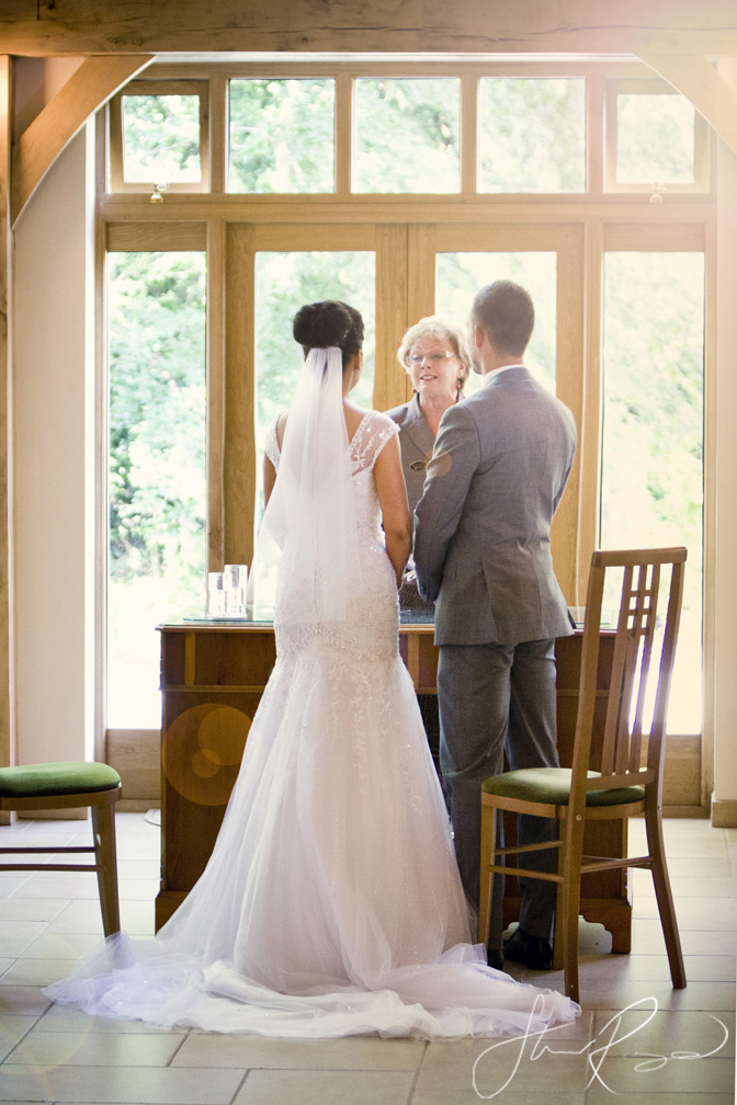 Wedding_photography_at_rivervale_barn_by_studio_rouge0021