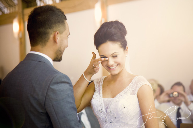 Wedding_photography_at_rivervale_barn_by_studio_rouge0020